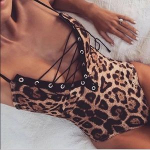 MEOW 😻 Leopard Body Suit Lace Up Cleavage